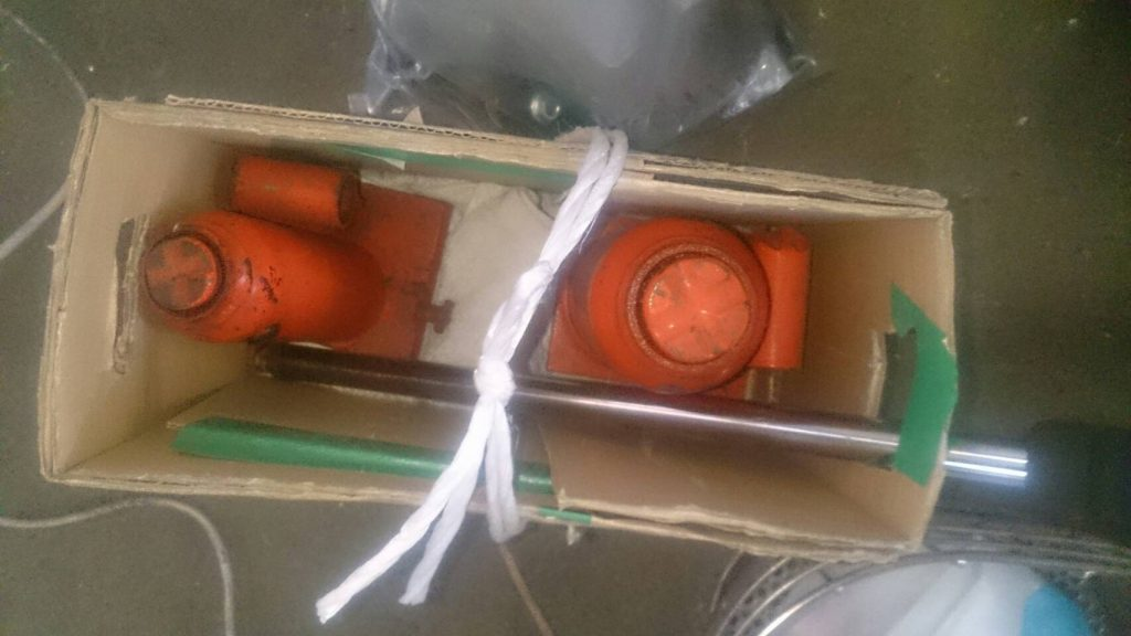 倉敷市児島小川で回収した車のジャッキ