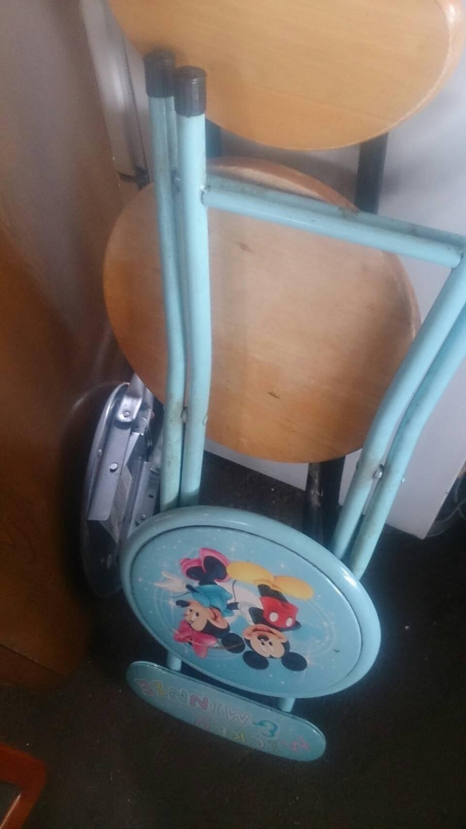 折り畳み椅子です。