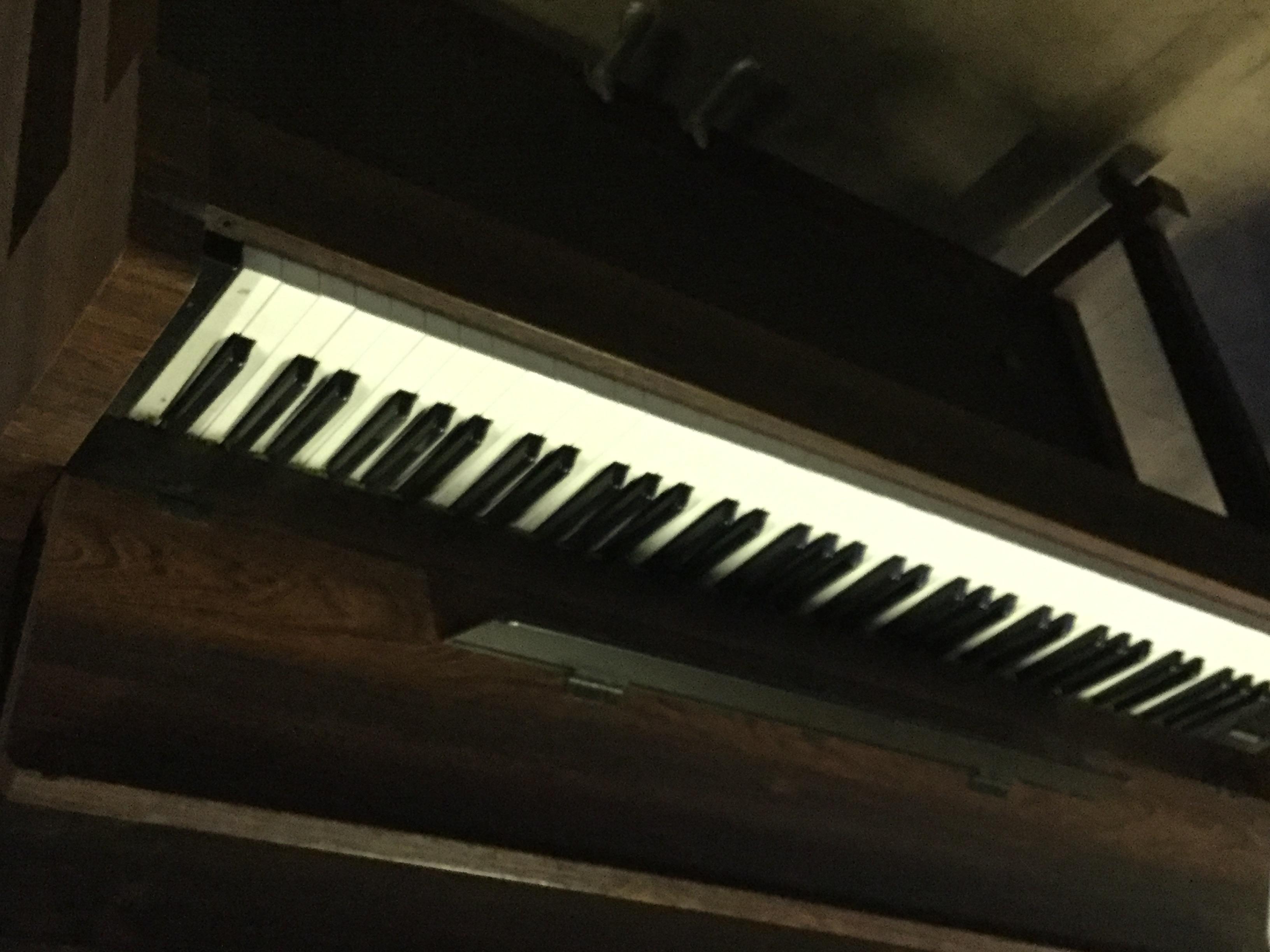 福山市松永町付近で回収したピアノ