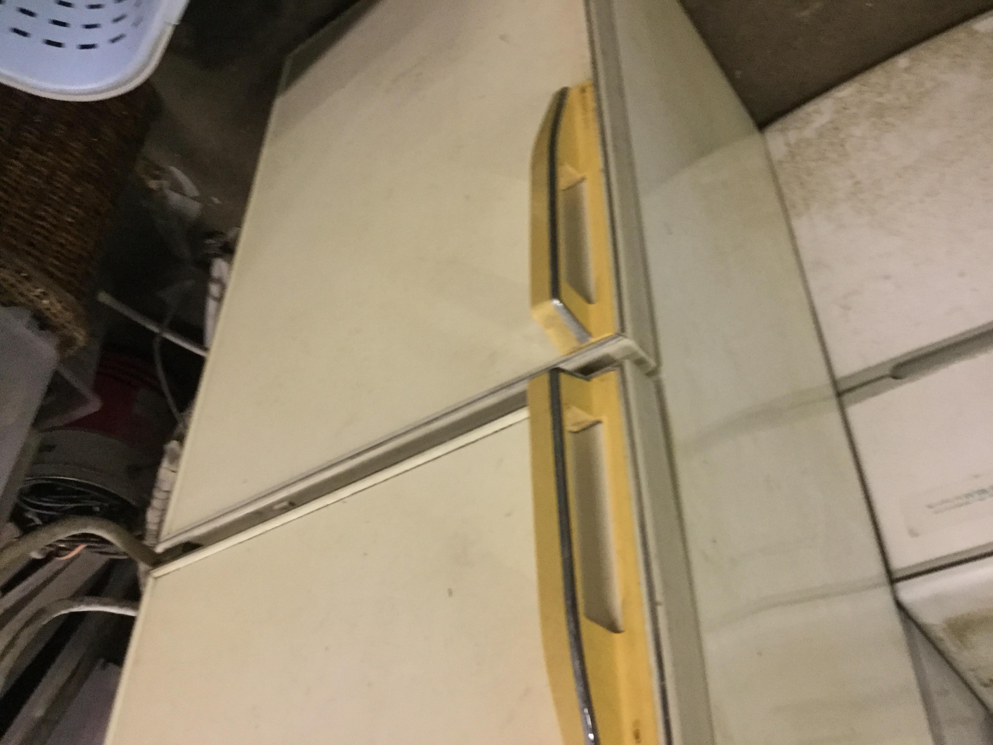 福山市奈良津町付近で回収した冷蔵庫
