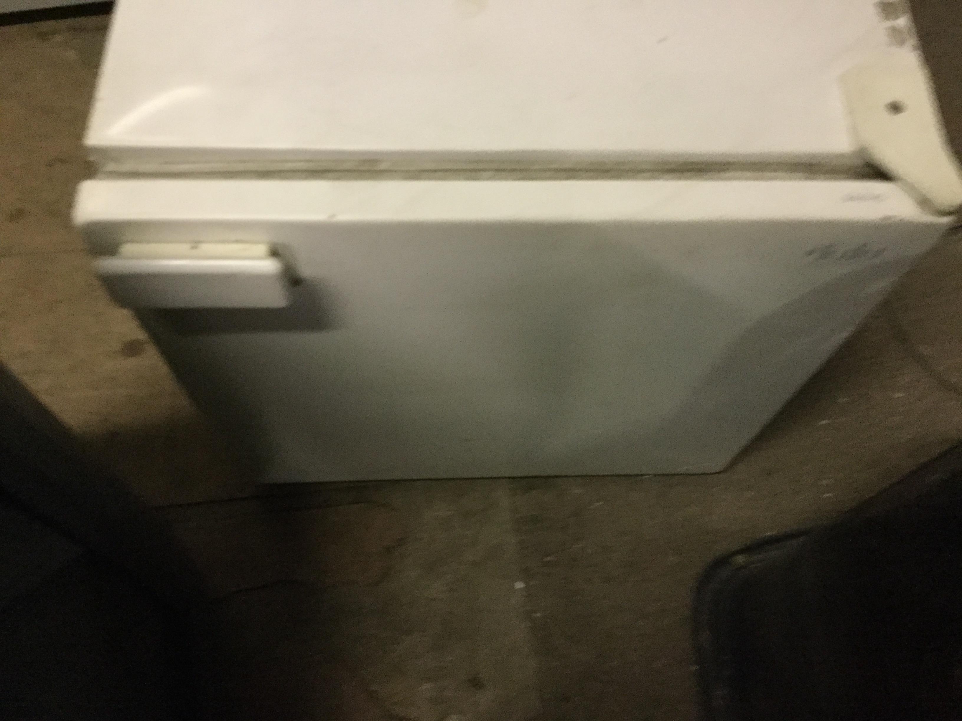 福山市入船町付近で回収した小型冷蔵庫