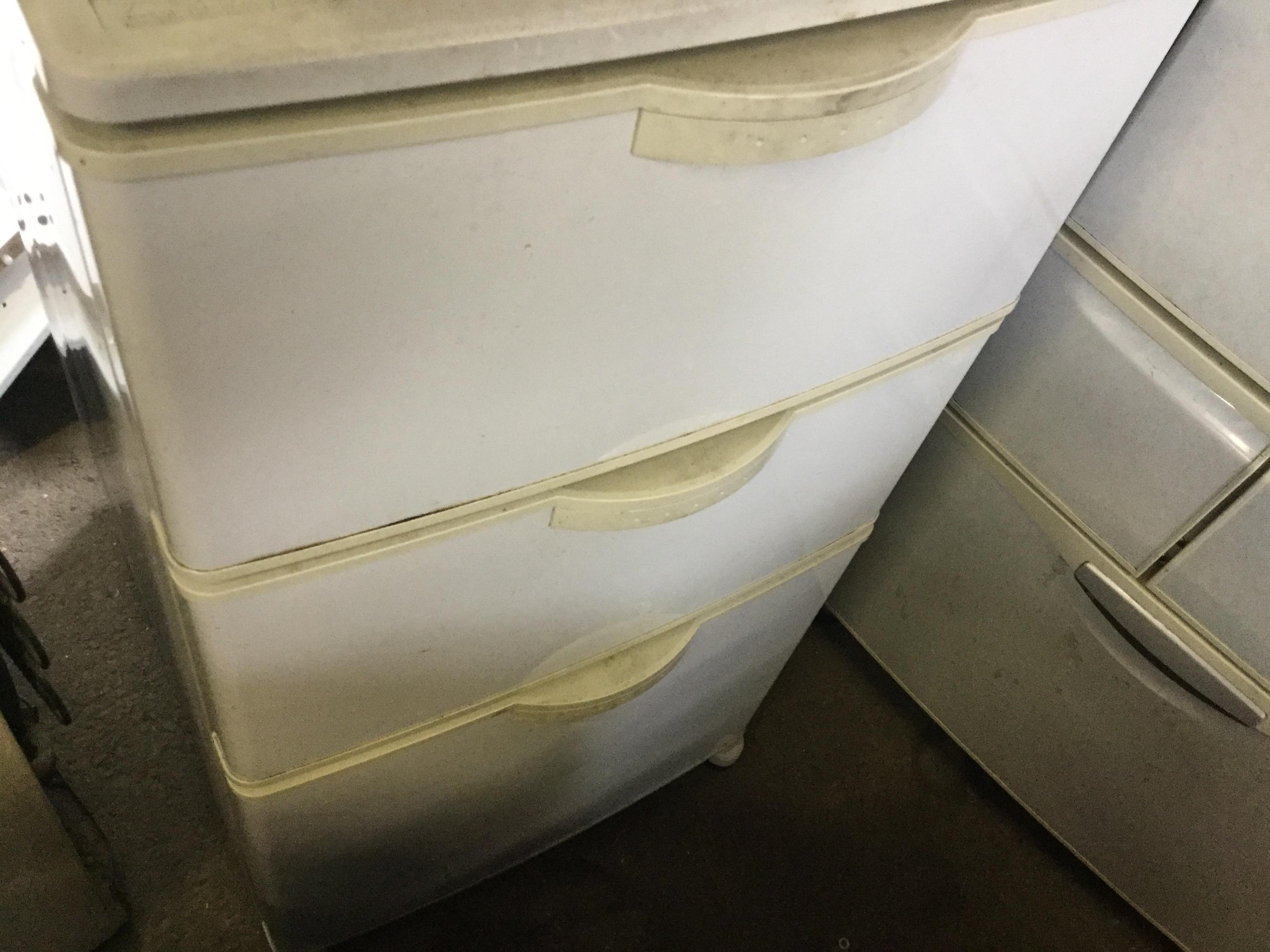 福山市本郷町付近で回収した冷凍庫