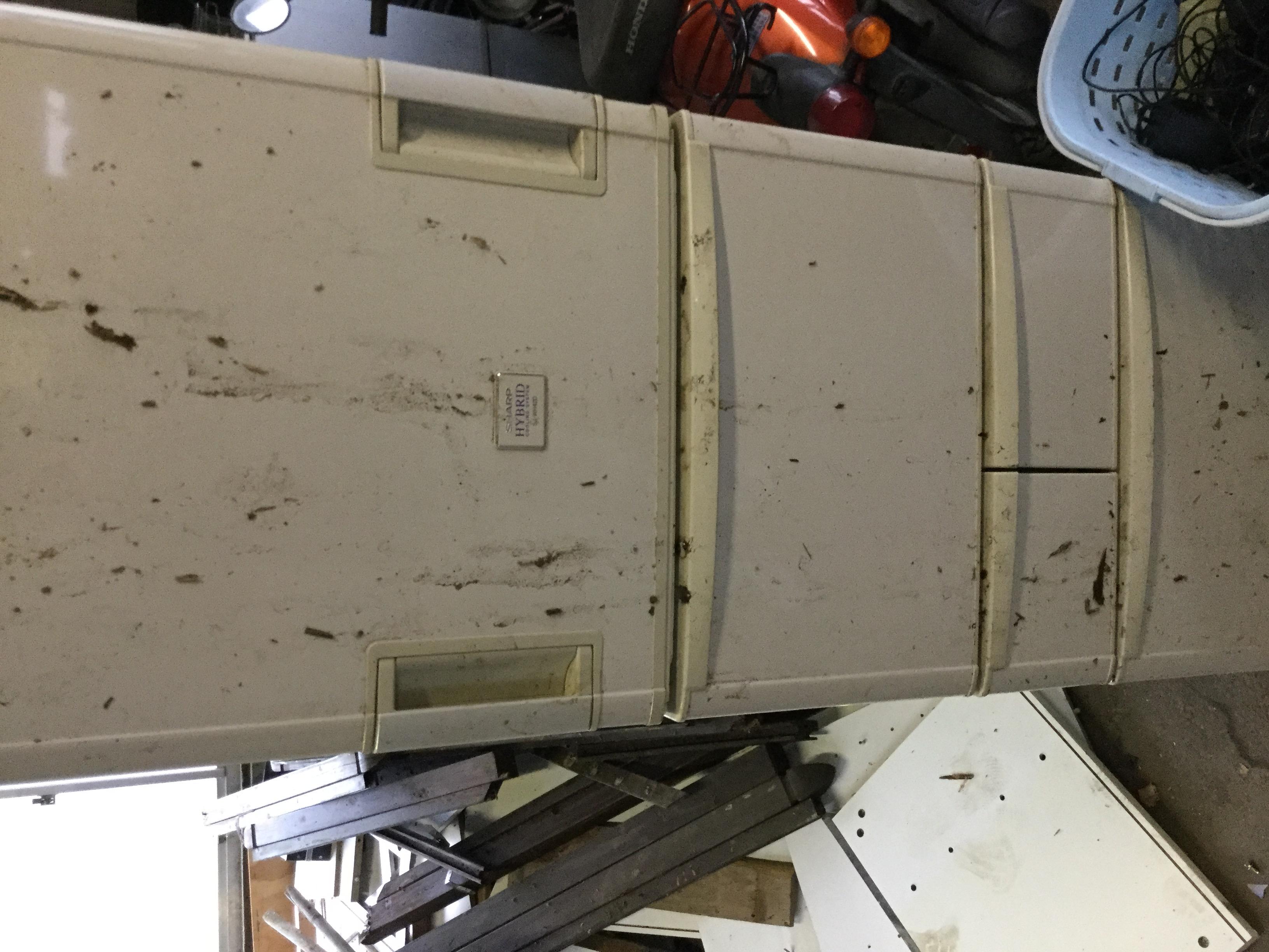 福山市金江町付近で回収した大型冷蔵庫