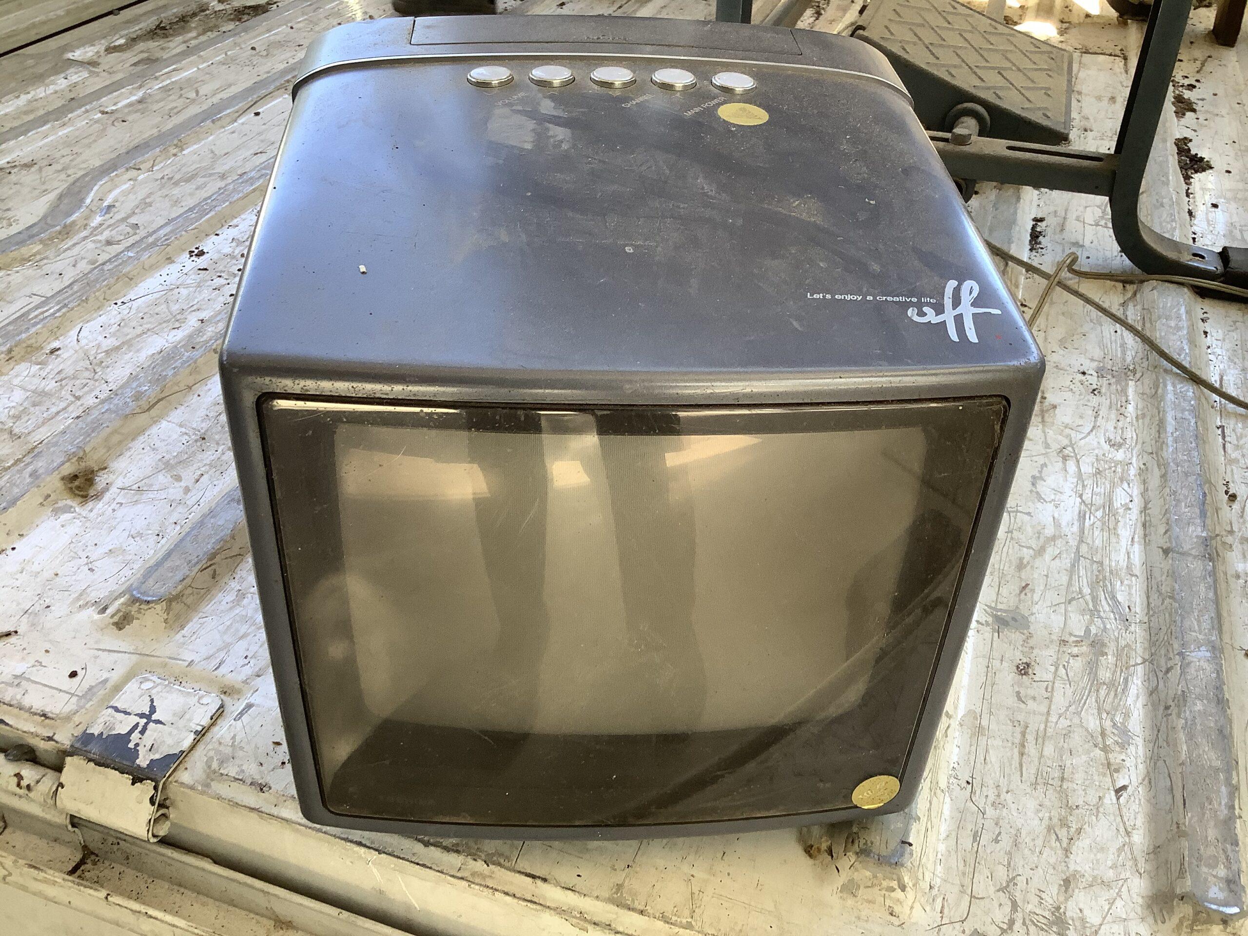 福山市今津町で回収したブラウン管テレビ